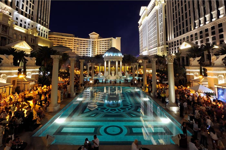 More than 2,500 guests—an attendance record—gathered at the Grand Tasting at Vegas Uncork'd by Bon Appetit.