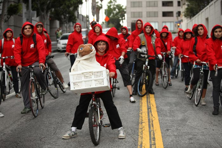Re-creating a scene from the movie, more than 100 people biked to a screening of E.T. The Extra-Terrestrial at an event celebrating its 30th anniversary and forthcoming release on Blu-ray.