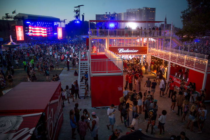 At Budweiser's Made in America festival in Philadelphia in September, Lisnr's Smart Tones were transmitted through the existing speaker infrastructure to send guests a variety of notifications in the event app. Examples included a welcome message as they arrived at the event, information about water station locations, and a discount for an Uber ride as they approached the exits.
