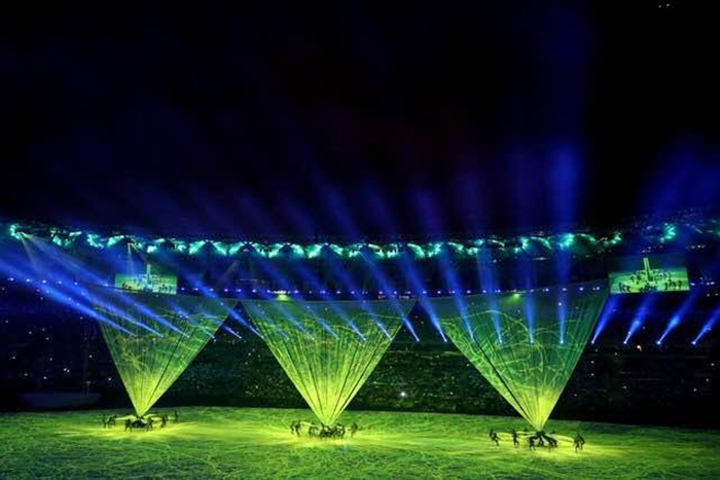 Producer-reviewers cited the opening ceremony's projection mapping and light displays as a highlight, given the fact that it was produced on a low budget.