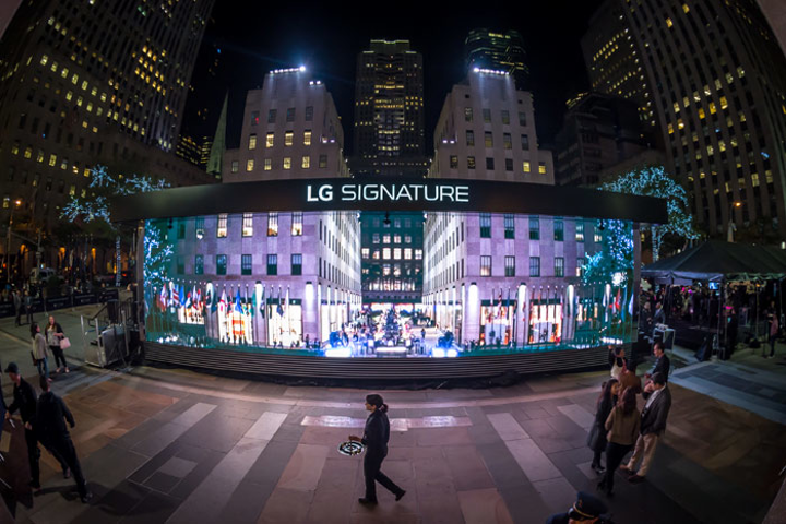 LG partnered with the agency First and Hs Ad USA to design the structure in New York's Rockefeller Center.