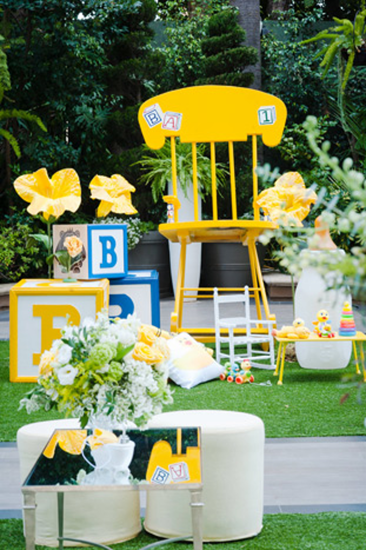 Other oversize props tied into the kid-friendly theme as well as the color scheme.