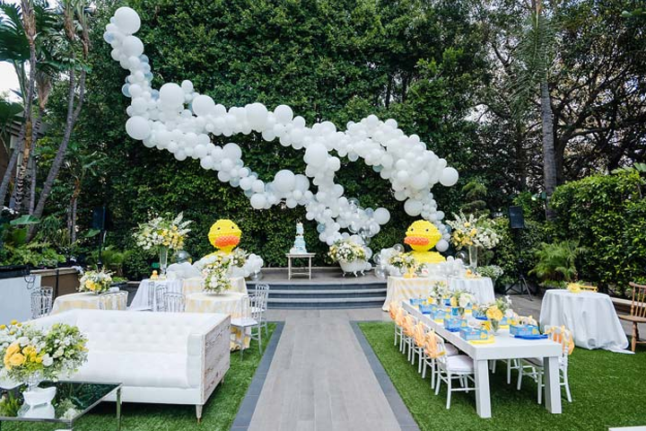 The stylish party was held outdoors at the Four Seasons Beverly Hills, and immediately drew attention with oversize balloon installations from Balloon Celebrations.