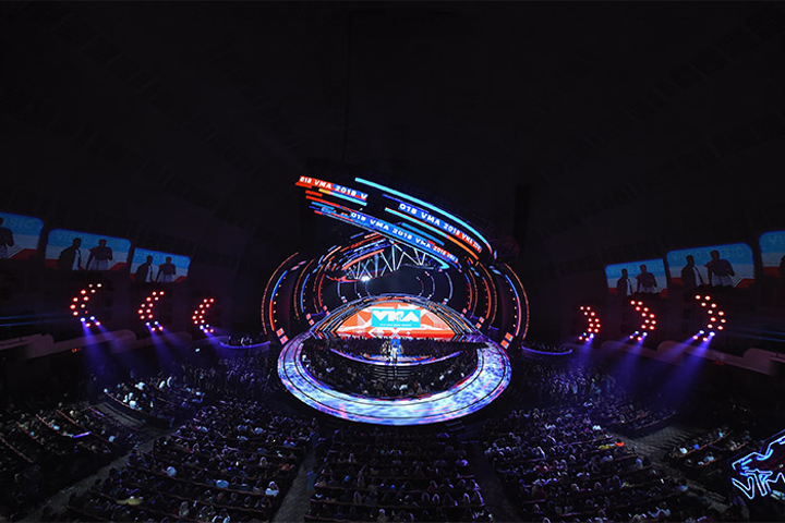 The 35th annual MTV Video Music Awards returned to Radio City Music Hall on Monday. The award show last took place at the venue in 2009.