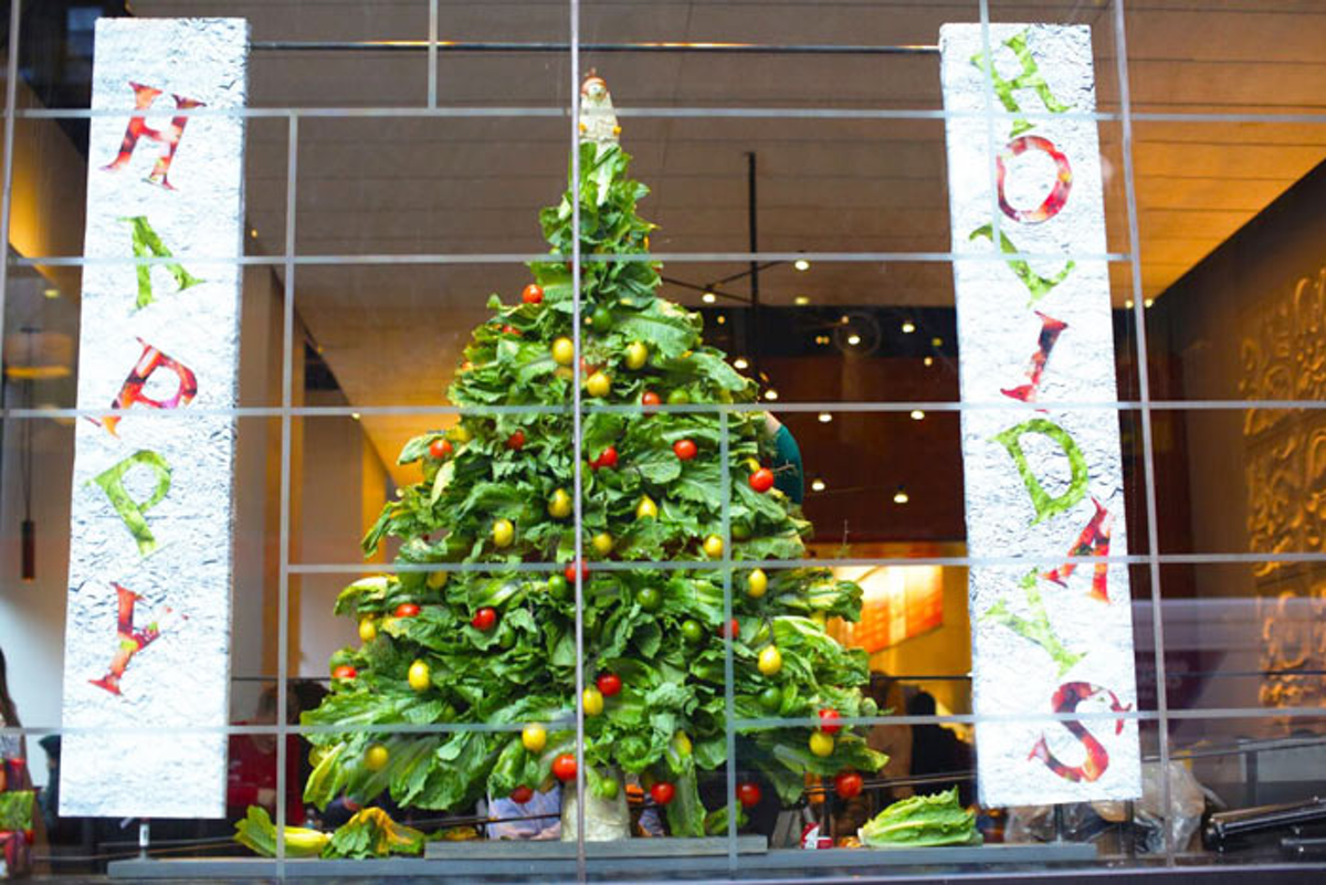 10 Best Ideas Of The Week Holiday Window Displays With Chipotle Ingredients Skittles Last Minute Christmas Gift Shop Swarovski S Diamond Studded Holiday Bus Bizbash