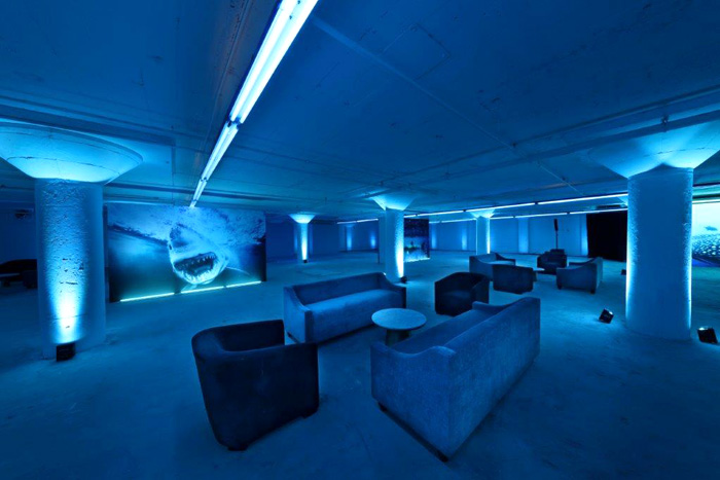 The event's cocktail space was inspired by Muller's vision of Heaven, which includes oceanic views. Decor included panoramic underwater seascapes and wall art featuring sharks and other underwater plants and animals.