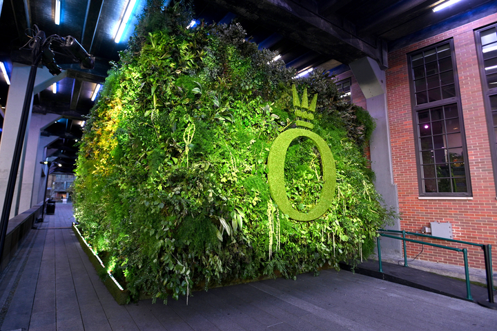 In contrast to the digital environment inside, the outside of the tunnel was covered in foliage and greenery with a topiary version of Pandora's logo.