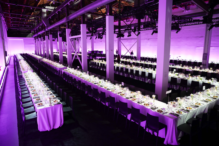 For the 2019 MOCA Benefit in Los Angeles, organizers used one long, winding table so everyone was seated at 'table one.'