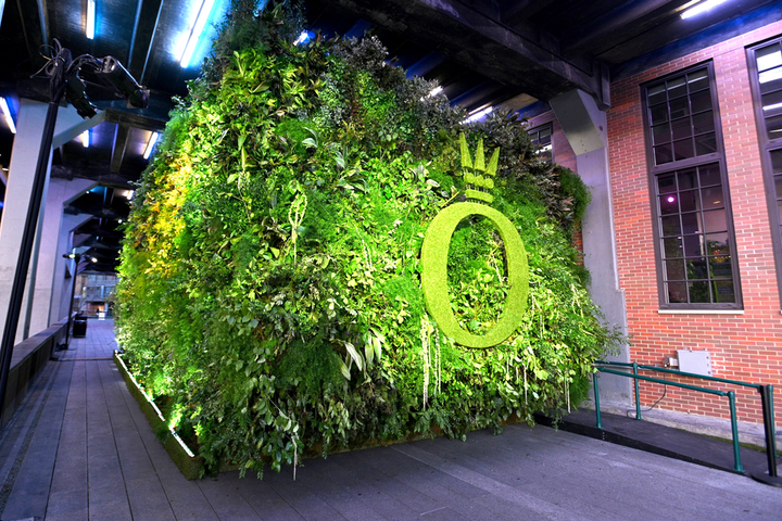 Jewelry company Pandora touted its spring collection with a tech-driven event in New York in March. To contrast the digital environment inside, the venue's exterior was covered in foliage and greenery with a topiary version of Pandora's logo. See more: In Movement: How Brands Are Using Motion-Capture Technology at Events