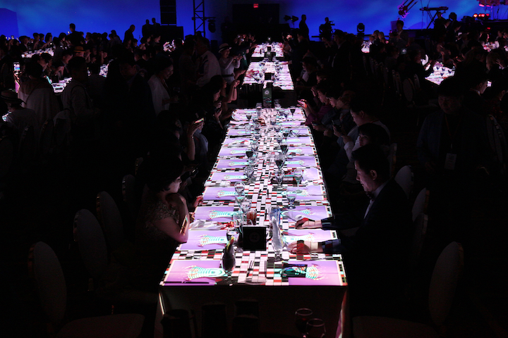 The projections at each place setting consisted of three different stories, including one that featured Las Vegas-inspired imagery.