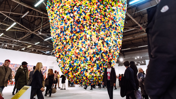 New York New York's premier art fair celebrated its 25th anniversary this year with a five-day show that featured 198 galleries from 38 countries. Some 57,000 visitors were in attendance at Piers 90, 92, and 94 to view some of the world's foremost 20th- and 21st-century art. Complementary programming included the fair's second annual closed-door Curatorial Leadership Summit and the Armory Live, a series of talks with internationally renowned players, including Melanie Gerlis of the Financial Times, gallerist Sean Kelly, artist Paul Anthony Smith, and ARTnews editor in chief Sarah Douglas. Next: March 5-8, 2020