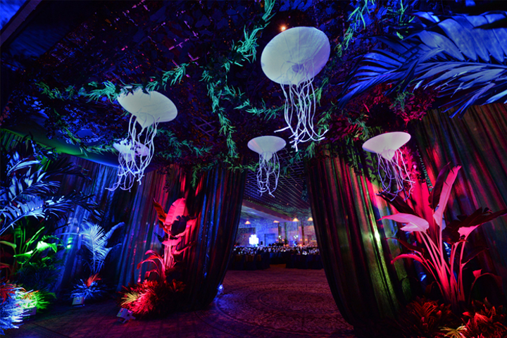 Experiential events start with your entry: A 360-degree tunnel at an Avatar-themed event.