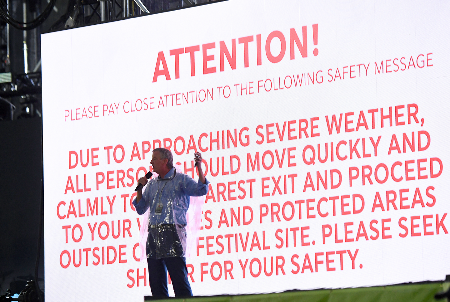 New York City Mayor Bill de Blasio made an announcement onstage, asking the concertgoers to take shelter from the storm.